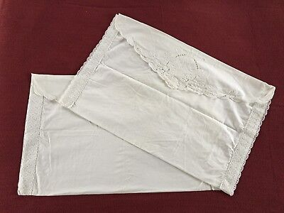 Vintage 1970's Cotton and Lace Pillowcases Shams in Mint Condition - Set of 2