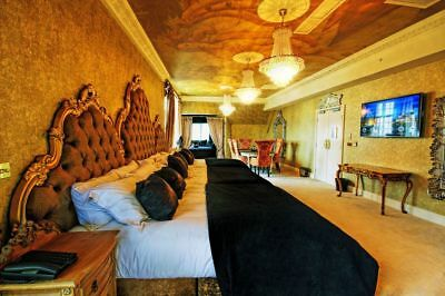 1 Night for Two in Luxury Double Jacuzzi Room with Breakfast, 30 James St Hotel
