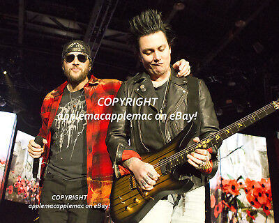 AVENGED SEVENFOLD Original 8x10 IN CONCERT PHOTO M. Shadows Synyster Gates