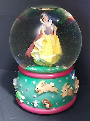 Disney Snow Globe Snow White and The Seven Dwarfs Wind Up Plays Playful Melody