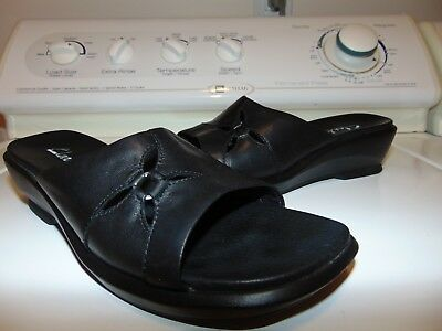 Clarks #70691 Women's Black Leather Open Toe Slip On Sandals - Size 8M