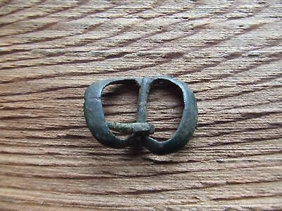 MEDIEVAL BRITIAN.  14th/15th CENTURY BUCKLE  DOUBLE LOOP TYPE. NICE CONDITION.