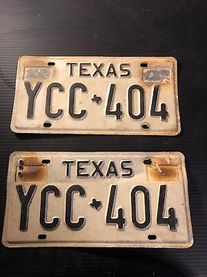 Lot Of 2 Matching Vintage Texas License Plates . Sold As A Pair!