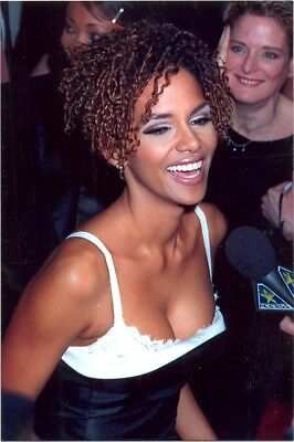 Halle Berry - Laughing With Great Cleavage !!!!