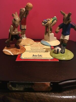 Royal Doulton Figurine Bunnykins Games with wooden Display Stand