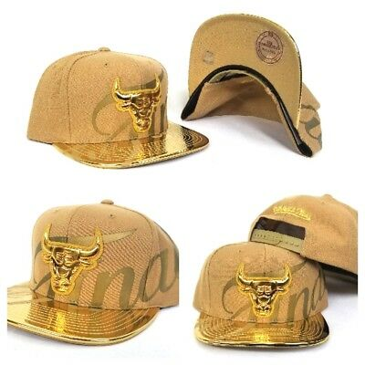 ac7bb1a3468 Exclusive Mitchell   Ness NBA Gold Chicago Bulls