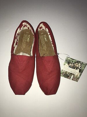 TOMS NWT RED Women's Classic Canvas Slip On Size 8