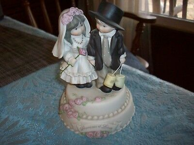 Kim Anderson Figurine   Music Bride and Groom  Plays  Wedding March    6 inches