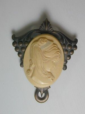 Nice Vintage Art Nouveau Stamped Brass Plastic Cameo Brooch Pin Good Condition