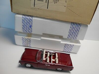 Franklin Mint 1961 Lincoln Continental , Red   #418 of 2,500 , 1:24 diecast car