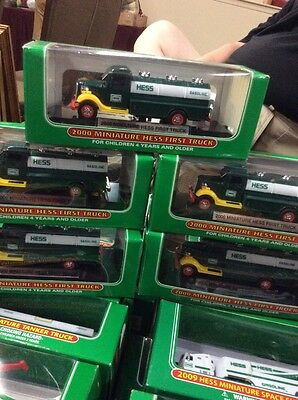 HESS First Truck 2000 minature  w/Stand New In Box