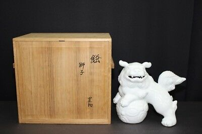 "(IC-19) Very famous Japanese Potter ""KAKIEMON 12Generations"" SHISHI"