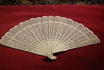 AN ANTIQUE 19th CENTURY CHINESE EXPORT BRISE HAND FAN, 7 5/8""
