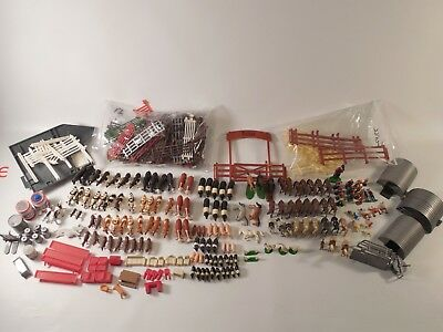 Huge 300 Piece Lot of ERTL Farm Country Hogs Cows Horses People Fences & More
