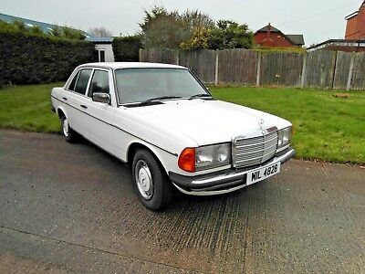 Mercedes 200 Saloon 70000 Miles With Service History & Mot