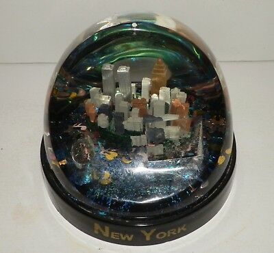 Vintage New York City Snow Globe Twin Towers Pre 9/11 with Pen Holder Empire