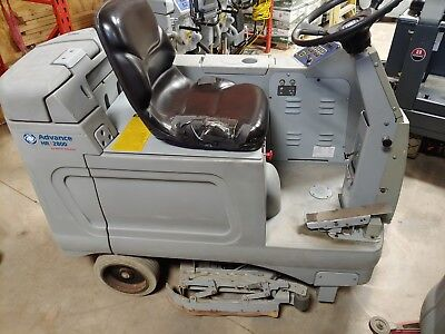 """Advance 2800  28"""" Ride on Automatic floor Scrubber autoscrubber battery powered"""
