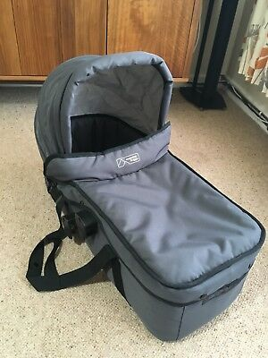 Mountain Buggy Swift Carrycot Bassinet Grey Immaculate with rain cover