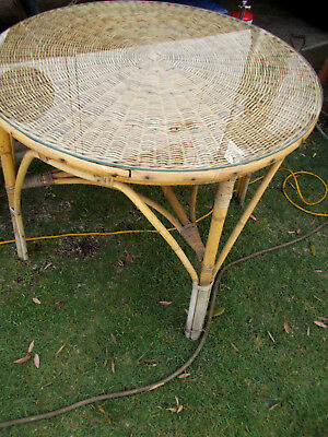 1980's VINTAGE/RETRO COUNTRY STYLE LARGE ROUND CANE/WICKER TABLE with GLASS TOP