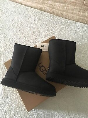 ce32961cfe3 UGG CLASSIC SHORT Leather Black 1016559 Water Resistant Boot Size 6 ...