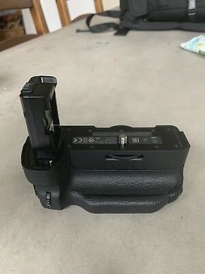 Sony Genuine VG-C2EM Vertical Battery Grip for Alpha a7II, a7Rll and a7Sll