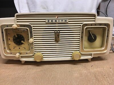NICE Zenith L520W AM/CLOCK TUBE RADIO RECEIVER w/CURVED FRONT & SIDES