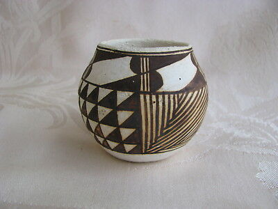 VinTage~ACOMA~N.M.~Pueblo~POT~Native American~POTTERY~Signed by the Artist