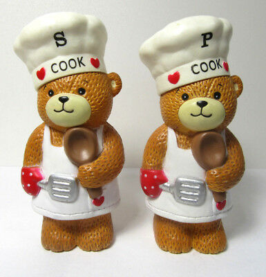 Lucy & Me ~ 1987 Lucy Rigg COOK Salt and Pepper Shakers ~ Enesco