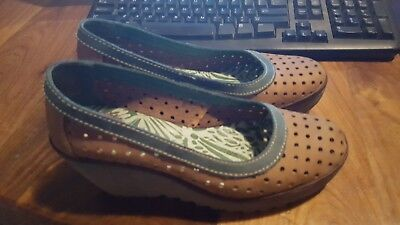 Fly London wedge womens shoes 7 brown with green trim