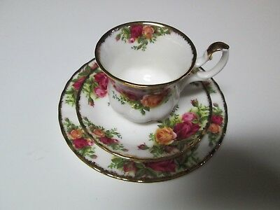 Vintage Royal Albert Old Country Roses Tea Cup Saucer Plate Set Bone China 1962