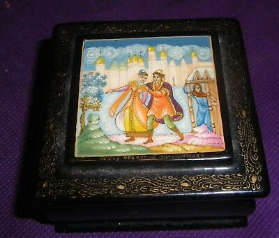Russian lacquer trinket box signed Mstera