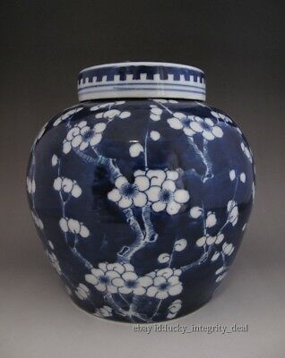 Old Chinese Antique Blue and White Porcelain Cover jar Vase