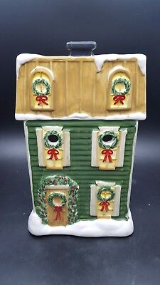 Yankee Candle Christmas House Sage Green Wax Warmer Tart Burner Wreaths