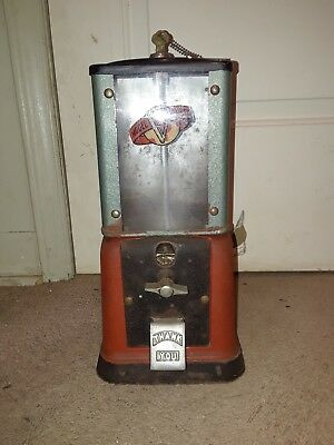 Antique 40's Victor Model V Gumball Machine With 2 Keys
