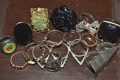 15 RINGS! Great Vintage Jewelry Lot of Gold & Silver Tone Costume Cocktail Rings