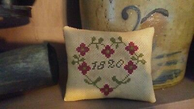 Primitive ~ Early look cross stitch ~ 1820 Heart  ~ Pillow ~ Valentine