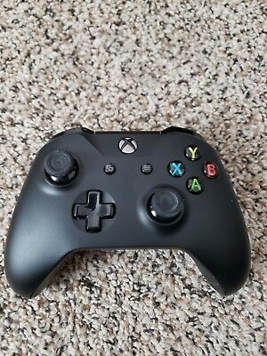 Microsoft Xbox One / Xbox One S Wireless Controller - Black (1708)  Used