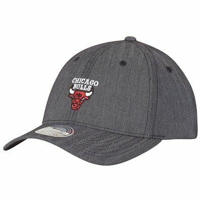 b2f8971010bc3 MITCHELL   NESS Chicago Bulls INTL132 110 Curved Eazy NBA Flexfit ...