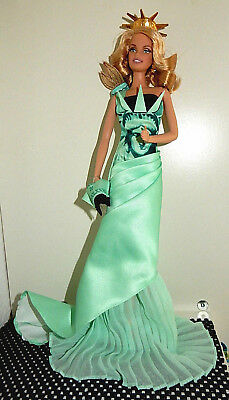 Barbie Collector Statue of Liberty .Dolls of the World 2009. Wie neu!