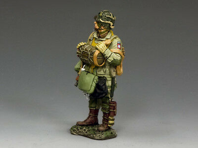 """KING & COUNTRY DD263-1 WWII D-DAY  """"U.S. 82nd PARA STANDING READY W/ TOMMY GUN"""""""