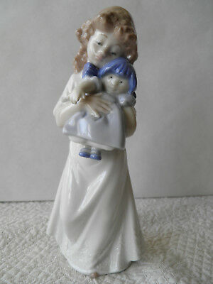 """Nao By Lladro - Little Girl Holding Doll """"we're Sleepy"""" - Adorable Figurine"""