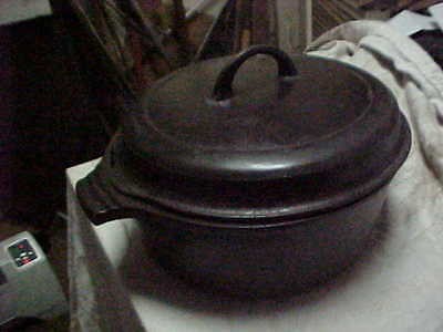 Vintage Griswold #8 Cast Iron Bean Pot - Dutch Oven -With Lid - 2568  Small Logo