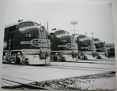 General Motors Photo Santa Fe Railroad F3 Diesel Locomotives GM AT&SF RR 1946