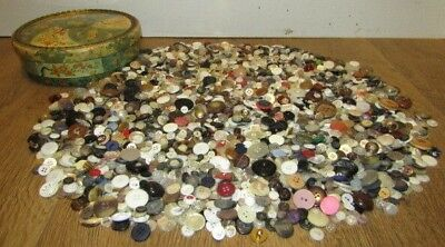 3 Pounds of Vintage Unsorted Estate Lot of Buttons in Decorative Tin