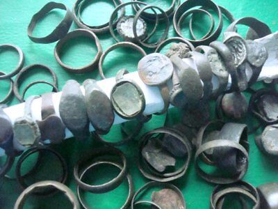 Metal detector finds.Mix lot  ancient Rings. N44