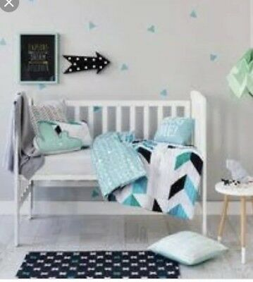 Rebecca Judd Loves reversible Cot Set - Quilt And Pillow In Blue/green