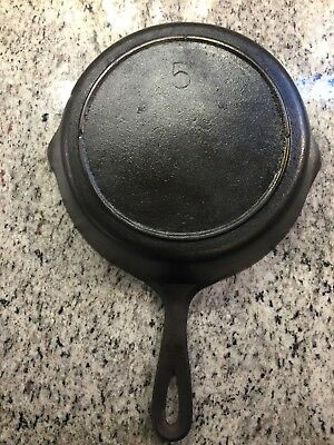 Unmarked Lodge #5 Cast Iron Skillet Three (3) Notch Heat Ring