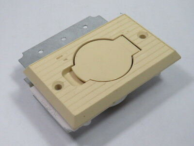 Vaculine 5566-IW Mounting Plate W/ Flange for Universal Inlet Valve  USED