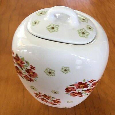 Porcelain vase With Lid, white floral