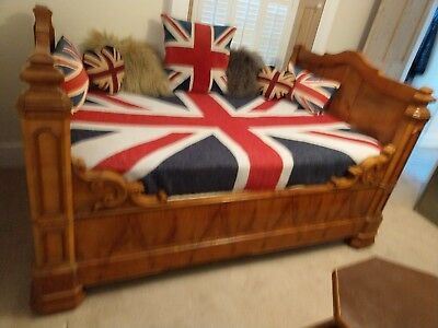 Elegant Quality French Antique Walnut Day Bed Sleigh Bed. Empire style 19Century